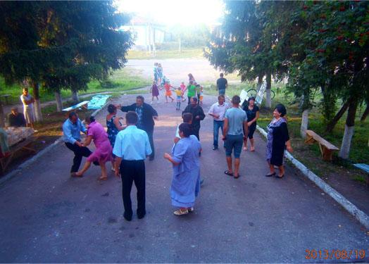 танцы в селе Иванков