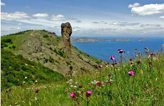 Карадагский заповедник в Крыму - вид на море