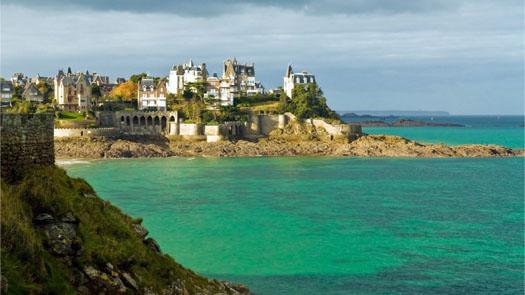 пляж во Франции бирюзового цвета